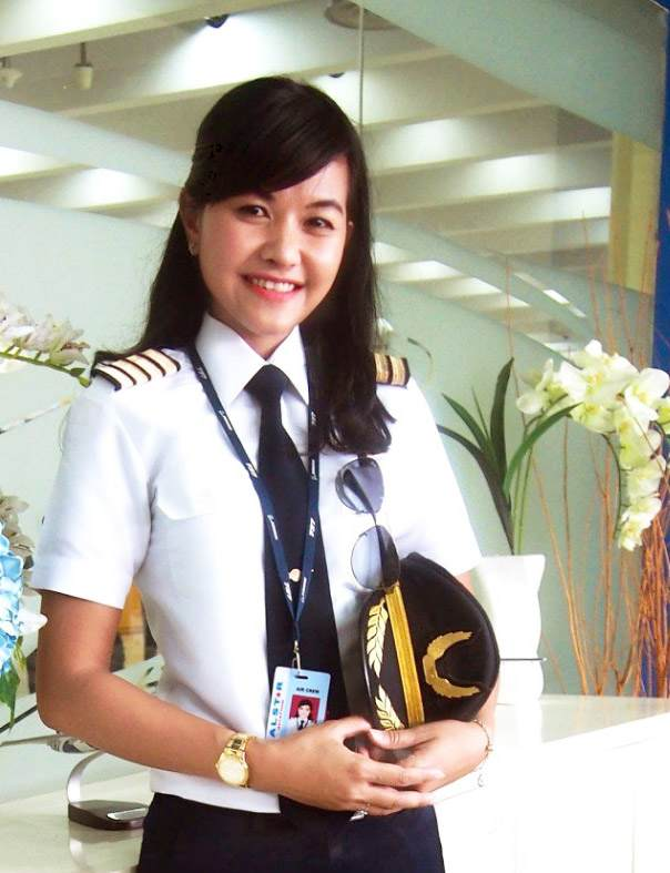 Raden Roro Lin Irjayanti Pilot Wanita Cantik Indonesia