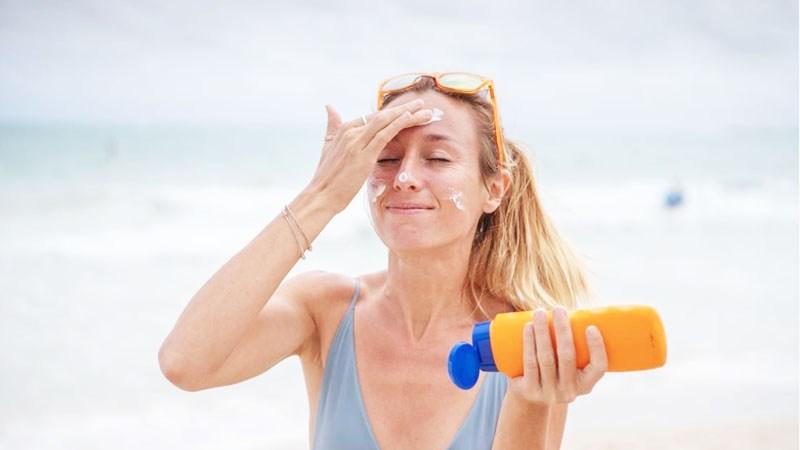 Gunakan Sunscreen Tips Kulit Muka Lembab